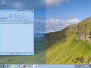 Windows 7 Maximizing Feature (middle)